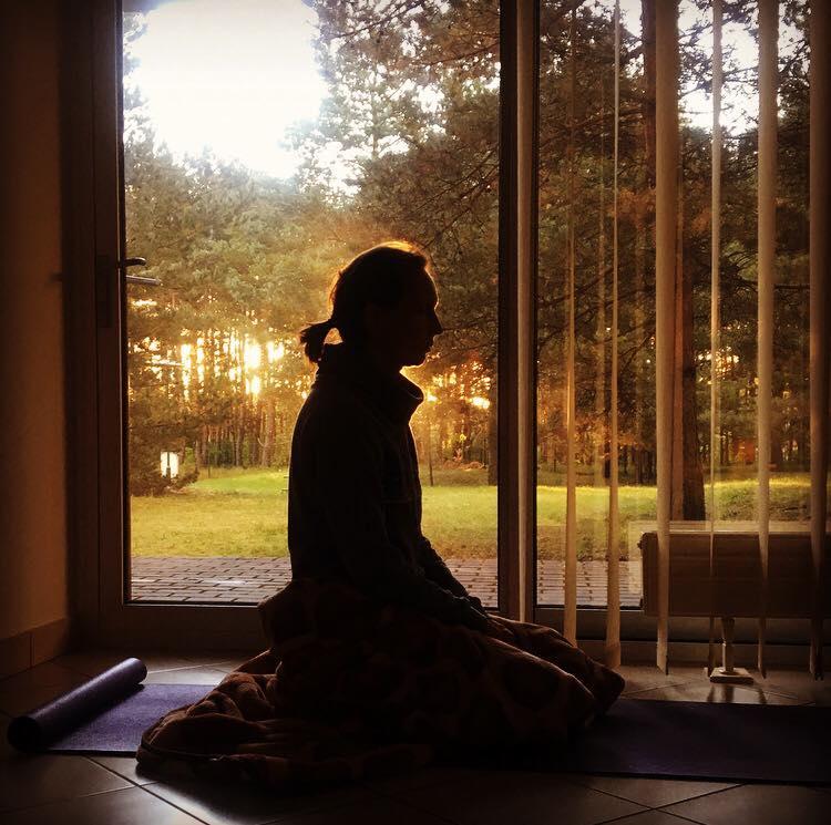 Meditacija jogos studijoje Surya Vilniuje