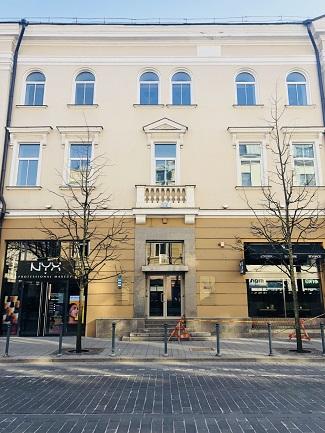Aštanga Joga Vilniuje - įėjimas į Jogos studiją Surya 1 žingsnis